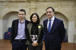 Isabel Gemio con Carlos Cabrerizo y Carlos García Carbayo